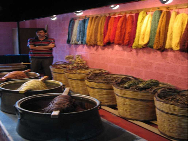 4. BOILED THE WOOL TO GET THE RITE COLOURS.